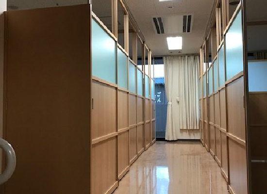 老人ホームの4床居室をアルミ建具で仕切る。確実なプライベート空間を造る(NO-191209)